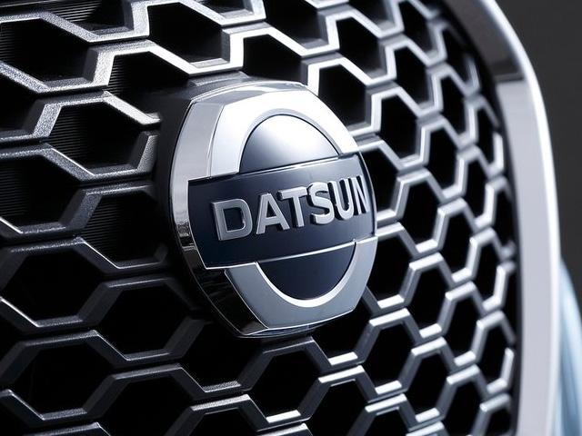Datsun Emblem 640x480