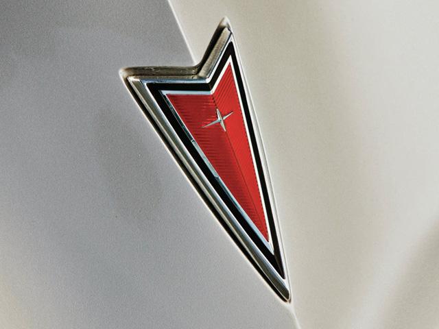 Pontiac Emblem 640x480