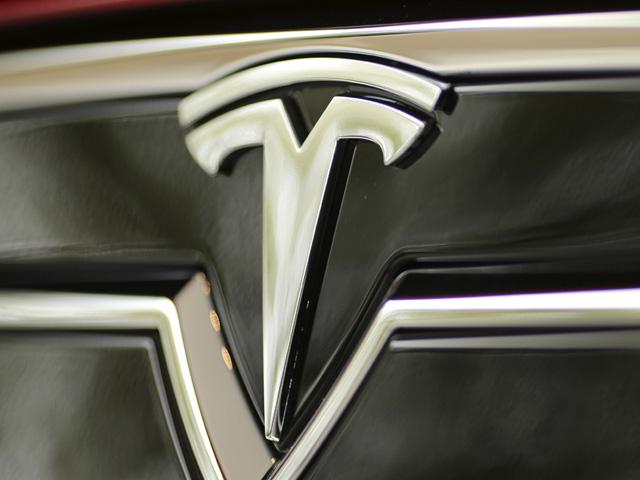 Tesla Symbol 640x480