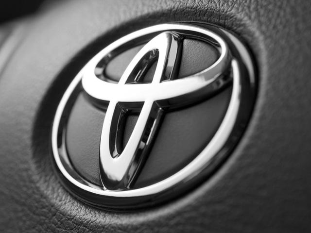 Toyota Emblem 640x480